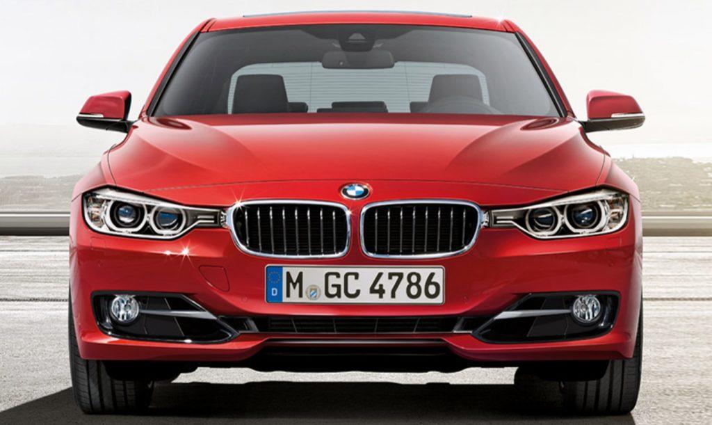 BMW seri 3 warna merah