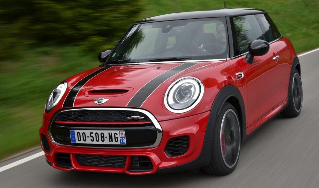 Mini Cooper warna merah