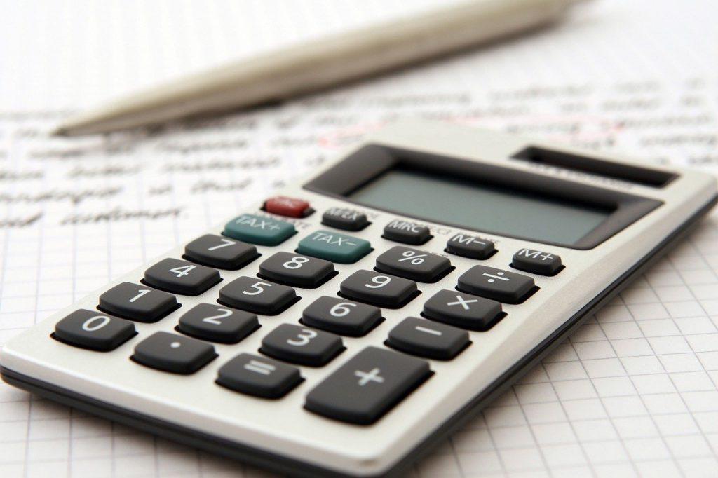Menghitung budget dengan kalkulator