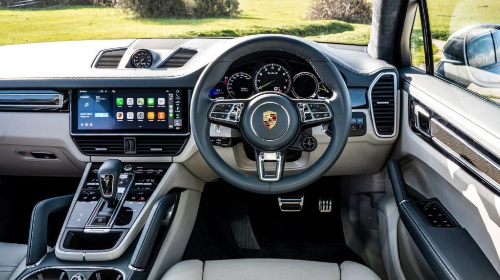 Interior mobil Porsche Cayenne